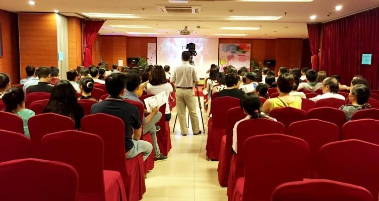 Hội trường tổ chức tổng kết năm học – Trường mầm non song ngữ Newton