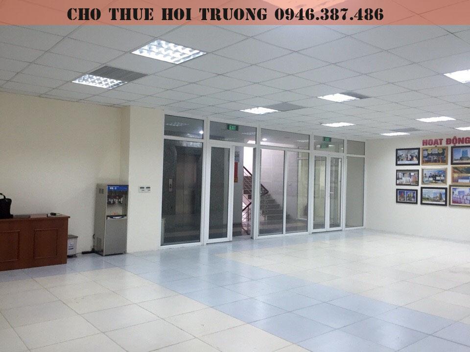 cho-thue-hoi-truong-tai-cau-giay-4