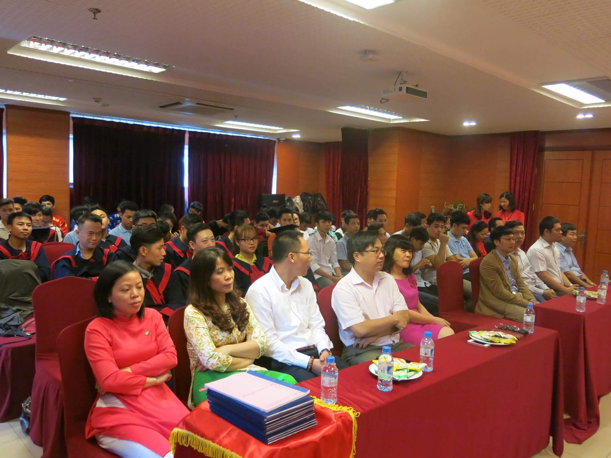 Các vị đại biểu và toàn thể sinh viên Học Viên NIIT- Hà Nội