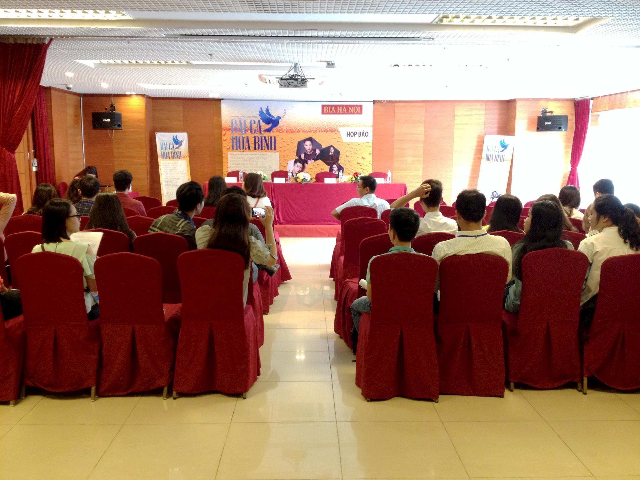 Hội trường tổ chức họp báo