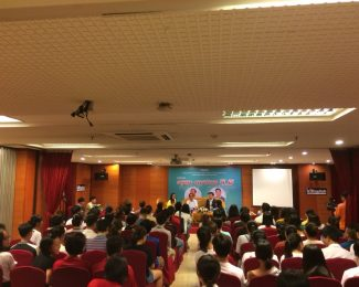 """Chương trình Talkshow #2 """"ĐỊNH HƯỚNG 4.0"""" của IZIENGLISH"""