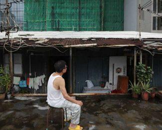Giá nhà quá đắt đỏ, người dân Hồng Kông chấp nhận sống trong nhà xưởng