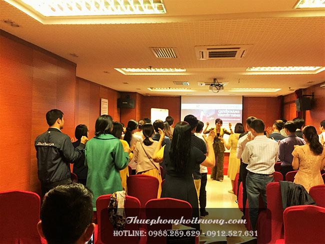buổi chia sẻ của Cô Hoàng Kim Cúc tại hội trường VIID